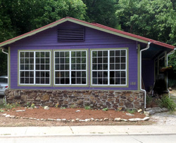 Cottages in Eureka Springs | Downtown Cottage | Bedroom Photo
